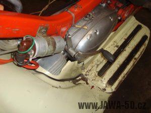 Motor Jawa 05 (1966) - řadící páka