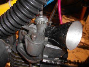 Stínítko z montážní svítilny Škoda 100 nasazené na karburátoru Jikov 2917PSb
