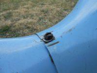 Jawa 21 Sport z roku 1967 v původním stavu - šroub s excentrickou hlavou krytu nad motorem (prsíček)