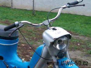 Devátá varianta širokých řídítek montovaných na motocykly Jawa 50 (typy 21 Sport a 23 Mustang)