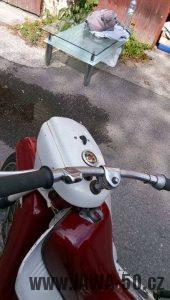 Vývozní (exportní) motocykl Jawa 05 Standard z roku 1965 pro východní Německo - řídítka