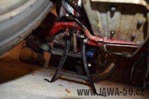 Motocykl Jawa 05 Pionýr z roku 1965 v originálním stavu - kříž štupaček a stojan