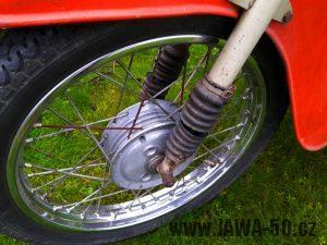 Motocykl Jawa 20 Pionýr z roku 1973 v originálním stavu - přední kolo