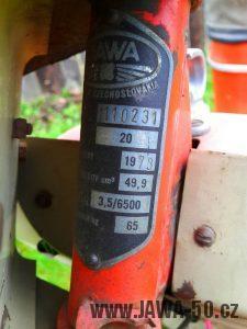 Motocykl Jawa 20 Pionýr z roku 1973 v originálním stavu - výrobní štítek
