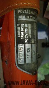 Motocykl Jawa 220.100 Pionýr z roku 1978 v originálním stavu - výrobní štítek