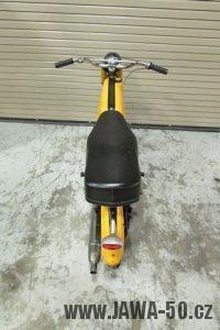 První provedení vývozního motocyklu Jawa 23 Golden Sport z roku 1971 v původním stavu - zadní světlo Hella