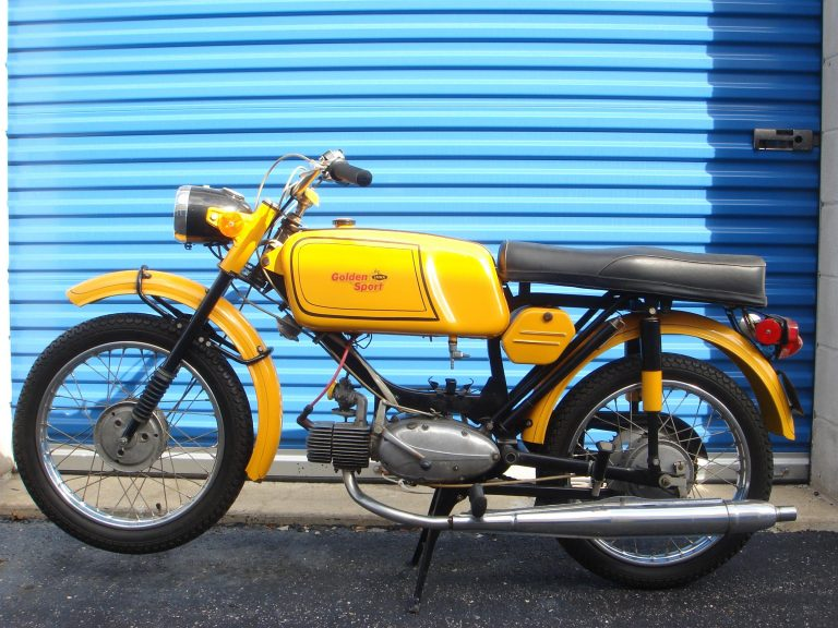 Druhé provedení vývozního motocyklu Jawa 23 Golden Sport z roku 1972