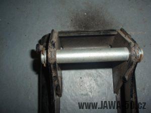 Jawa 50 Pionýr - provedení stojanu od roku 1975 - vodící čep