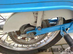 Jawa 50 Pionýr z roku 1972 s novým typem trubkové kyvné zadní vidlice