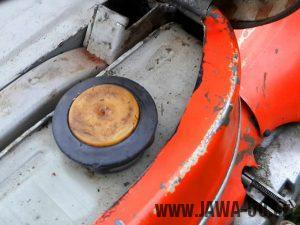 Jawa 50 Pionýr - dvoudílné víčko palivové nádrže s odvzdušňovacím labyrintem (od roku 1969)