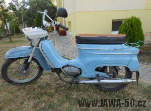 První provedení motocyklu Jawa 21 Sport z roku 1967