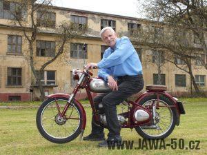 Konstruktér motorů Považských strojáren na motocyklu Manet M90