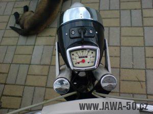 Motocykl Jawa 50 typ 23A Mustang z roku 1971 (druhá výrobní etapa) - hranatý tachometr PAL