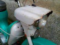 Motocykl Jawa 21 Sport (Pionýr) z roku 1976 (čtvrtá etapa) - maska předního světlometu