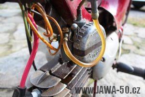 Nejstarší dochovaný kus motocyklu Jawa 550 Pionýr (pařez) v původním originálním stavu - staré provedení karburátoru Jikov 2912
