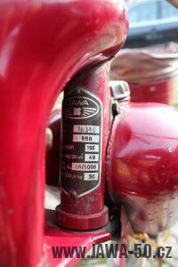 Nejstarší dochovaný kus motocyklu Jawa 550 Pionýr (pařez) v původním originálním stavu - výrobní štítek rámu