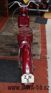 Nejstarší dochovaný kus motocyklu Jawa 550 Pionýr (pařez) v původním originálním stavu - zadní blatník a světlo
