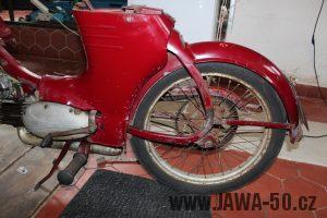 Nejstarší dochovaný kus motocyklu Jawa 550 Pionýr (pařez) v původním originálním stavu - podsedadlové kryty a zadní blatník