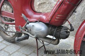 Motocykl Jawa 550 Pionýr (pařez) z roku 1955 v původním originálním stavu - motor s odlitky litými do pískové formy