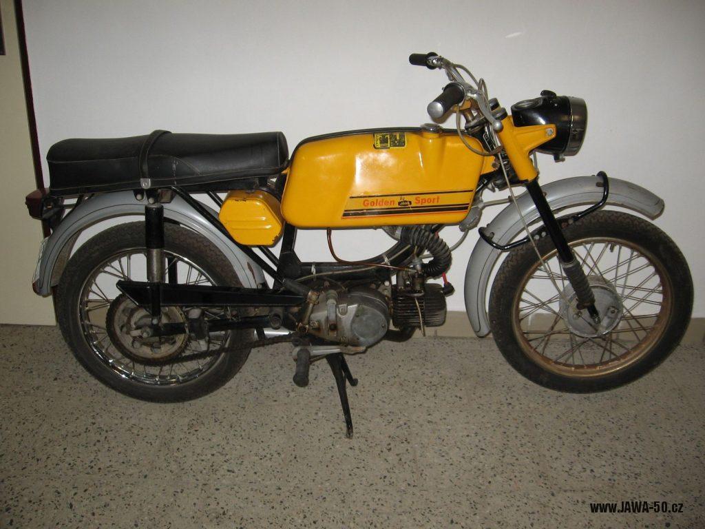 Motocykl Jawa 50 typ 23 Golden Sport (Mustang) - třetí generace vývozního motocyklu do Západního Německa (NSR)