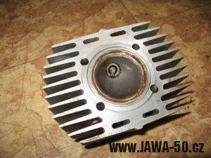 Jawa 23 Golden Sport 3. generace, mokik se sníženým výkonem - hlava motoru s nižší kompresí (původně z Jawy 05)