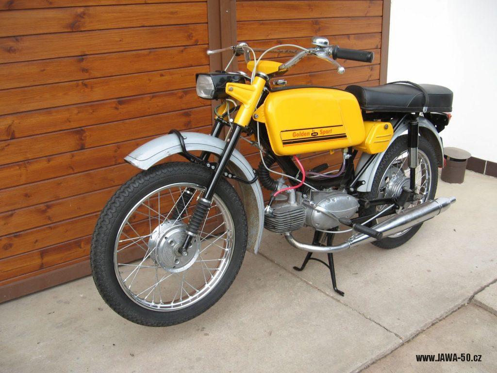 Motocykl Jawa 50 typ 23 Golden Sport (Mustang) - třetí generace vývozního mokiku se sníženým výkonem do Západního Německa (NSR)