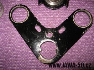 Jawa 23 Golden Sport 3. generace - zesílený horní díl nosníku přední vidlice (brýle)