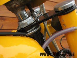 Jawa 23 Golden Sport 3. generace - aretace řídítek proti protočení