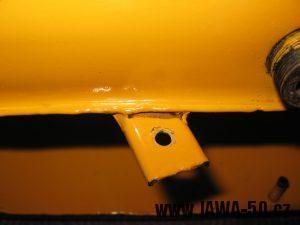 Jawa 23 Golden Sport 3. generace - příchytka vzduchového filtru na nádrži