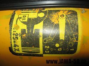 Jawa 23 Golden Sport 3. generace - návod na míchání benzínu na nádrži (obtisk)