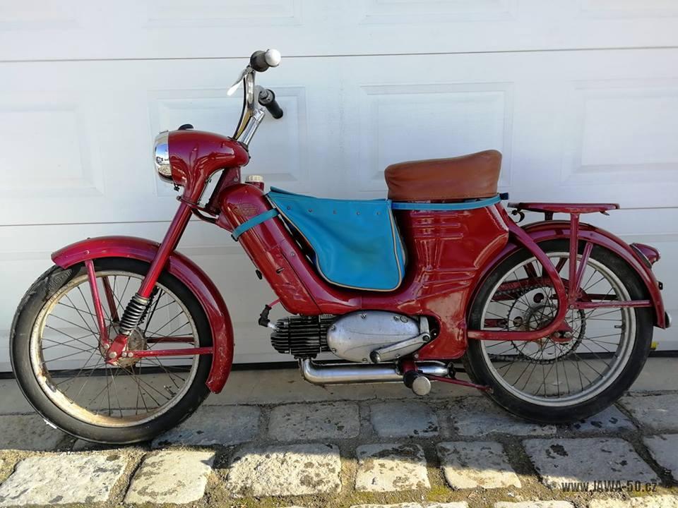 Motocykl Jawa 550 Pionýr (pařez) z roku 1956 v původním originálním stavu
