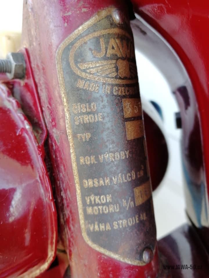 Motocykl Jawa 550 Pionýr (pařez) z roku 1956 v původním originálním stavu - výrobní štítek