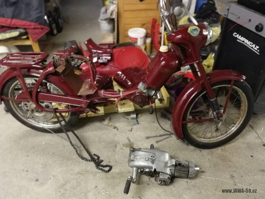 Motocykl Jawa 550 Pionýr (pařez) z roku 1956 v původním originálním stavu - rozborka