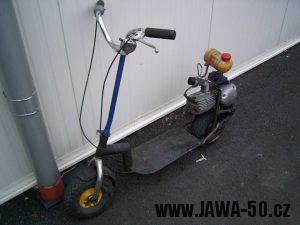 Lidová tvořivost - koloběžka s motorem Jawa 50 pionýr