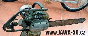 Lidová tvořivost - motorová pila s motorem z mopedu Stadion